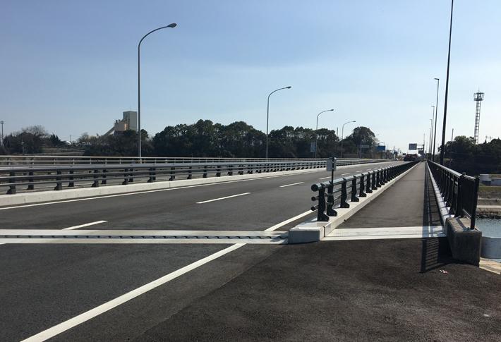 新山国大橋【橋梁用防護柵】